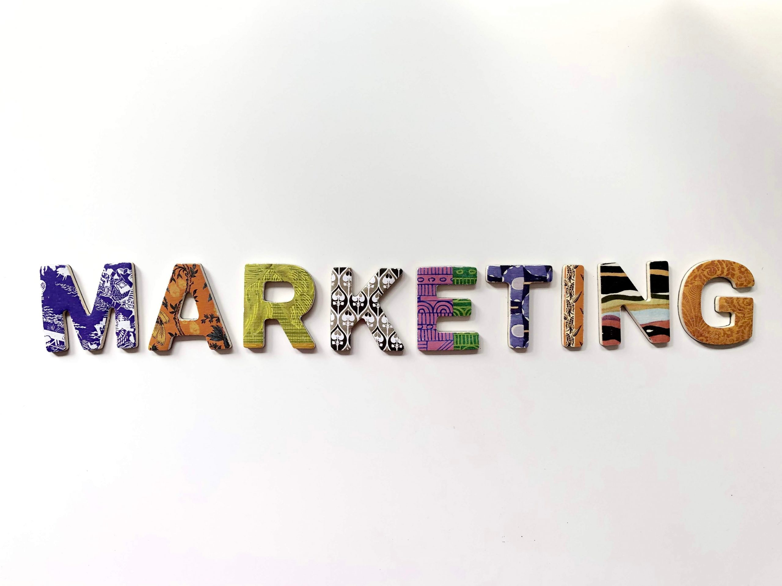 Excellent.Org: the word Marketing in front of a blank paper