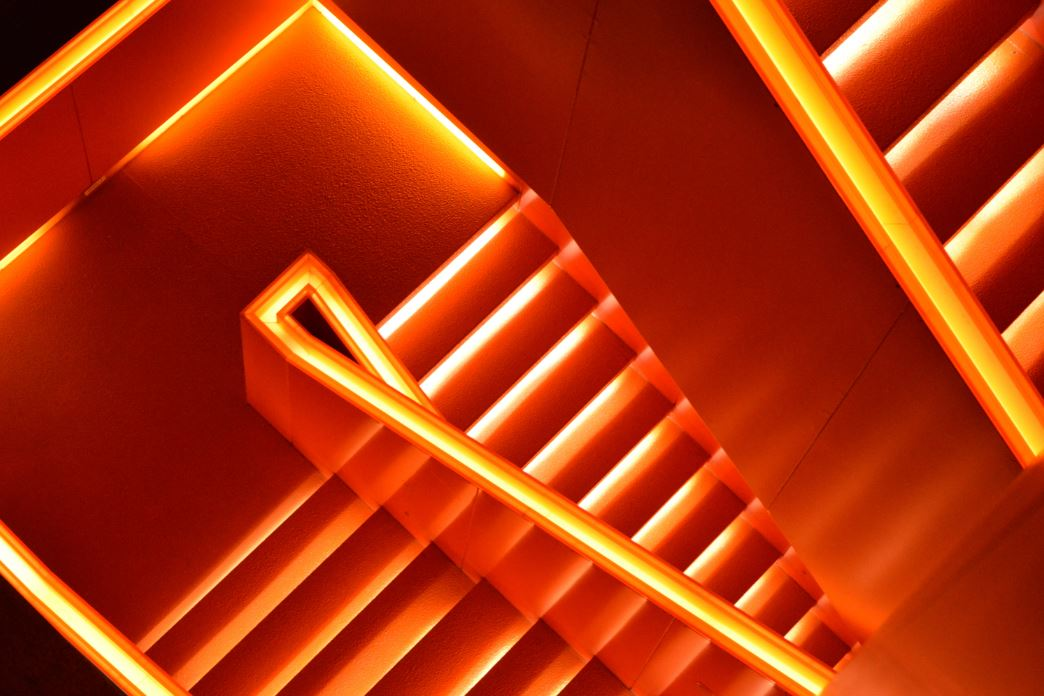 Excellent.org: stairs in orange: simulate the step to success with inbount marketing