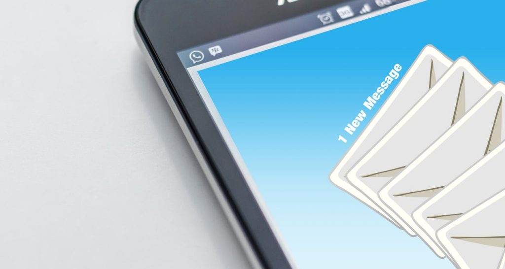 Excellent.org: An e-mail appears on the mobile phone for lead generation